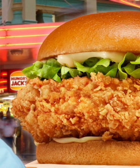 """Hungry Jacks Releases A BRAND NEW Chicken Burger """"40% Bigger"""" Than It's Closest Competitor!"""